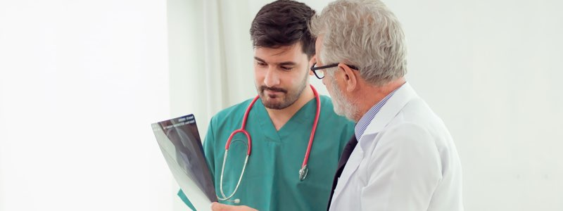Medical practicioner discussing x-ray with doctor